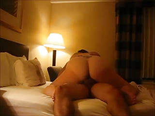 Amateur big butt wife gets fucked