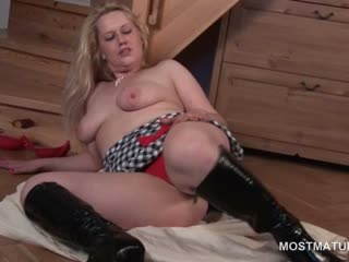 Cunt masturbation on the floor with nasty blonde mature