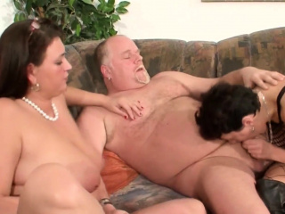 MILF Neigbour Help Old Couple at the last moment Sex & Join GERMAN