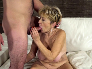 Experienced bimbo fucked by a suppliant half will not hear of age