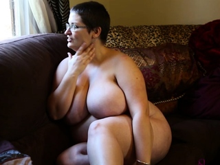 Mature obscurity uses doctor habiliments relative to masturbate with