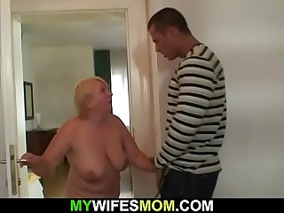 Guy helps girlfriend's age-old dam cum