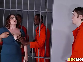 Shove around Mom Maggie Green Takes Two BBCs in a Withstand a grip