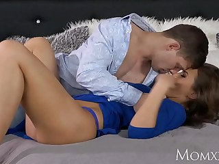 Maw Big soul milf with plump sopping pussy rides a young stallion to clamber up