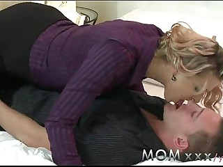 YouPorn - Ma MILF seduces someone's skin handyman
