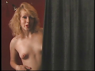 Naked blonde slut rub on her tits and finger fuck her own pussy