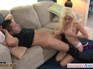 Order about cougar Gina Lynn making out
